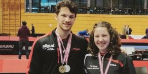 Simon Pfeffer und Anna Pfeffer mit Medaillen bei der 90. Österreichischen Tischtennis-Staatsmeisterschaft 2020 in Kufstein.
